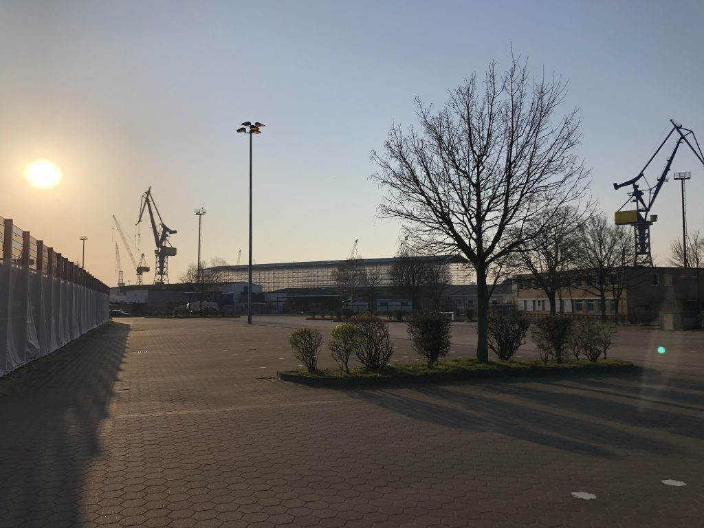 Testfläche Hermann-Blohm-Str. bei Sonnenuntergang
